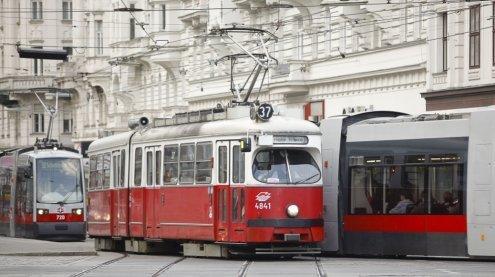 Kollision: Bim-Unfall mit sieben Verletzten am Wiener Schottentor