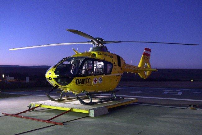 Der Verletzt musste mit einem Rettungshubschrauber abtransportiert werden.