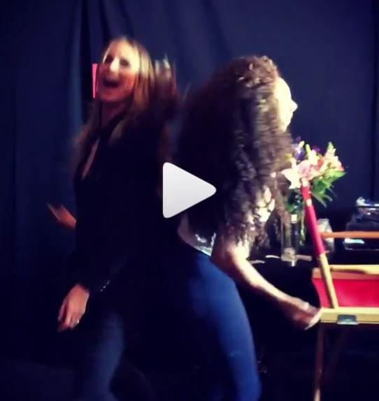 Das Topmodel hat sichtlich Spaß beim Tanzen.