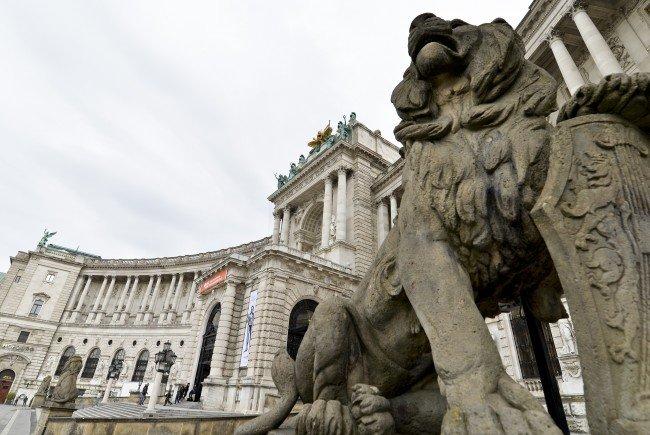 In der Wiener Hofburg wird am Montag dem 80. Jubiläum des Anschlusses an Nazideutschland gedacht.