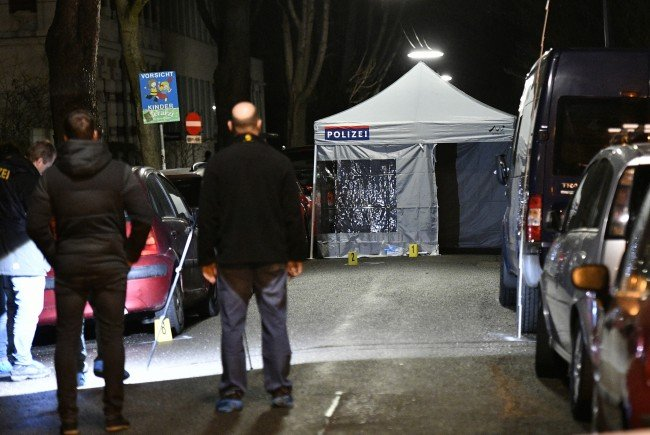 Vor dem Haus des iranischen Botschafters in Wien wurde Sonntagnacht ein Messerangreifer erschossen.