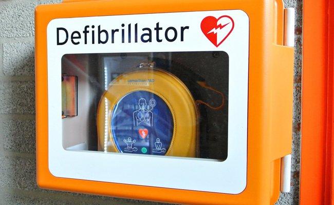 Bei dem Rettungseinsatz kam auch ein Defibrillator zum Einsatz.