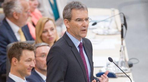 """Budget präsentiert: Regierung plant ein """"Nulldefizit für 2018"""""""