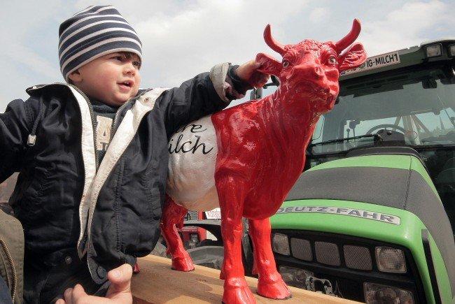 Die Milchbauern ziehen am Donnerstag am Wiener Schottenring entlang bis zur Börse.