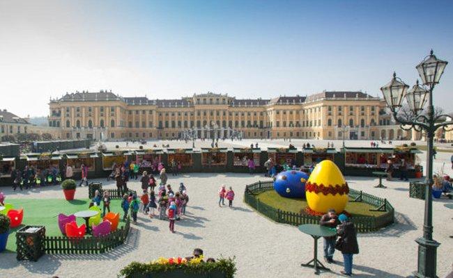 Der Ostermarkt vor dem Schloß Schönbrunn findet zum bereits 16. Mal statt.
