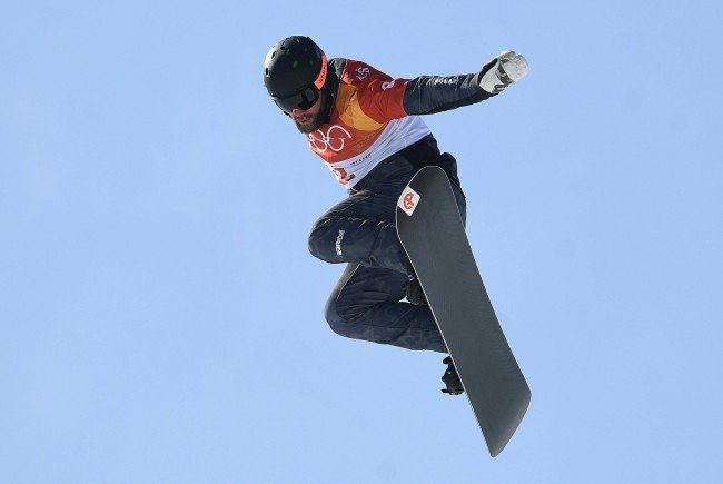 Der Wiener Snowboard-Cross-Fahrer zog sich eine schwere Hüftverletzung zu.