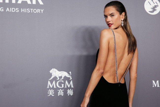 Seit rundem einem Monat ist Supermodel Alessandra Ambrosio wieder Single.