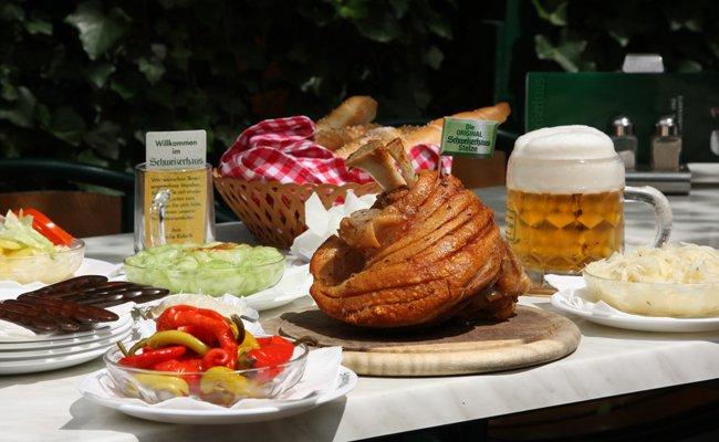 Ab 15. März gibt es im Schweizerhaus wieder Budweiser Bier und knusprige Stelze.