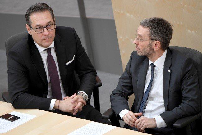 """Die """"Wanze"""" in Straches Büro entpuppte sich als alter Lautsprecher, der Reden aus dem Parlament übertrug."""