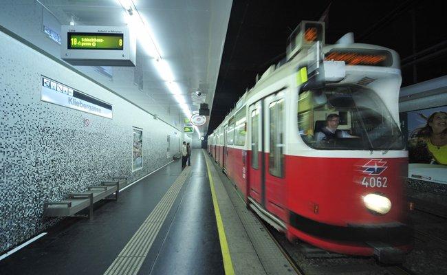 Im Haltestellenbereich Kliebergasse kam es zu einem Fahrleitungsgebrechen.