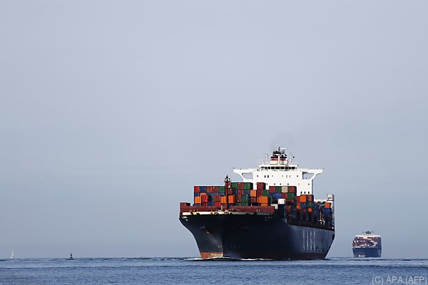 Transportschiffe blasen Dieselabgase in die Atmosphäre