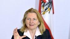 Außenministerin Kneissl beginnt Russland-Besuch