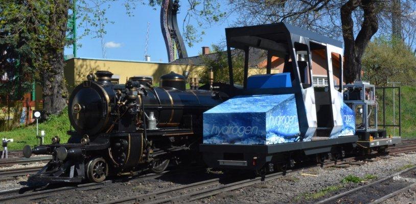 """Schmalspur-Wasserstoff-Lokomotive """"HydroLilly"""" im Wiener Prater im Test"""