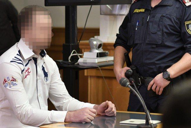 Der Mordprozess gegen einen 28 Jahre alten Mann wird fortgesetzt.