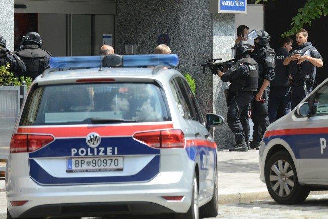 21-jähriger schießt mit Gaspistole mehrmals auf Kindergarten in Wien-Landstraße.