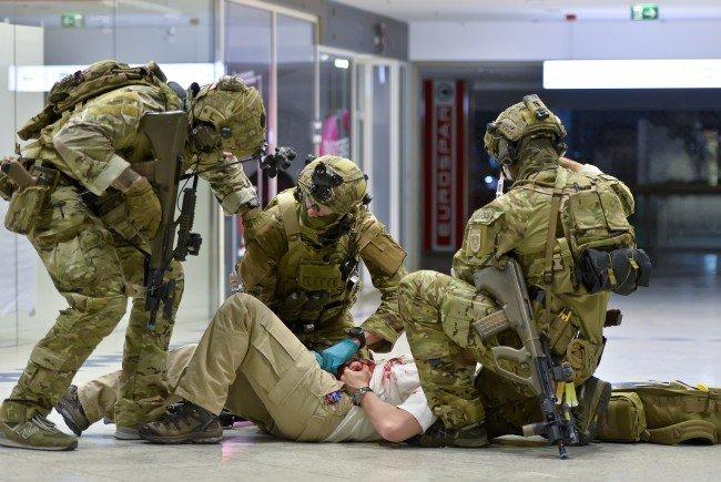 In einem Wiener Einkaufszentrum wurde eine Anti-Terror-Übung durchgeführt.