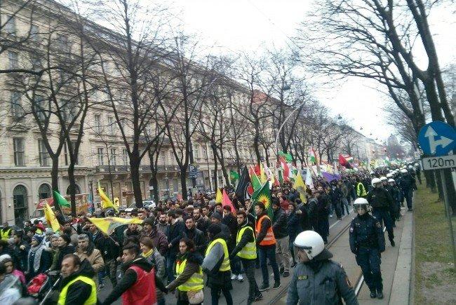 Erneut wird in Wien gegen die Militärintervention der türkischen Regierung in Afrin demonstriert.