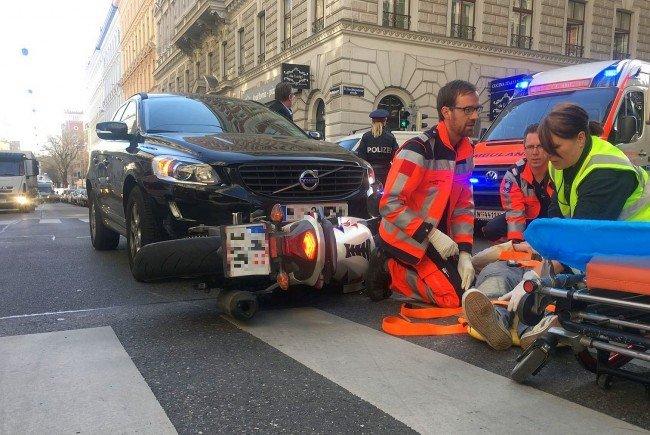 Der 25-jährige Motorradlenker wurde bei dem Unfall in Wien-Alsergrund leicht verletzt.