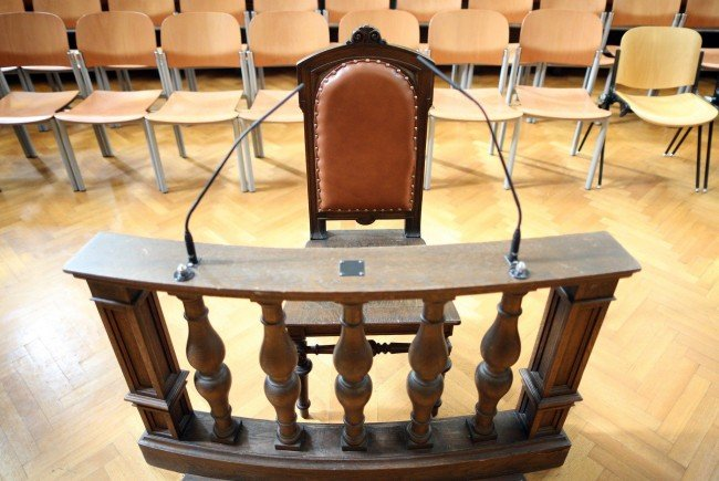 Ein Kredithai musste sich am Dienstag vor Gericht in Wien verantworten.