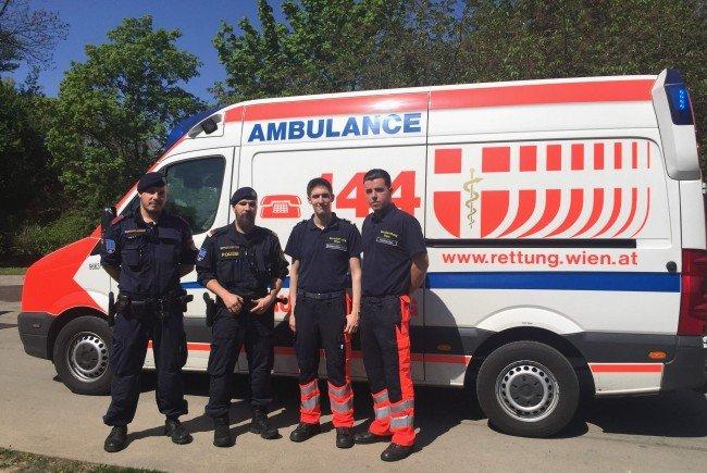 Der 59-Jährige wurde per Rettungswagen zum Heli in den Wiener Stadtpark gebracht.