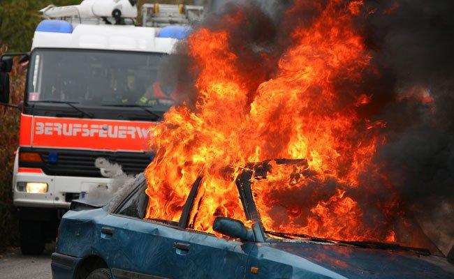 Ein Auto fing am Donnerstag am Josefstädter Gürtel Feuer. (Symbolbild)