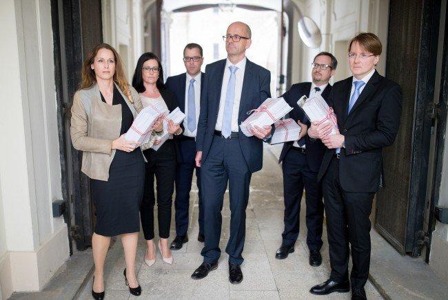 Richter und Staatsanwälte protestieren gegen die Einsparungspläne der Regierung.