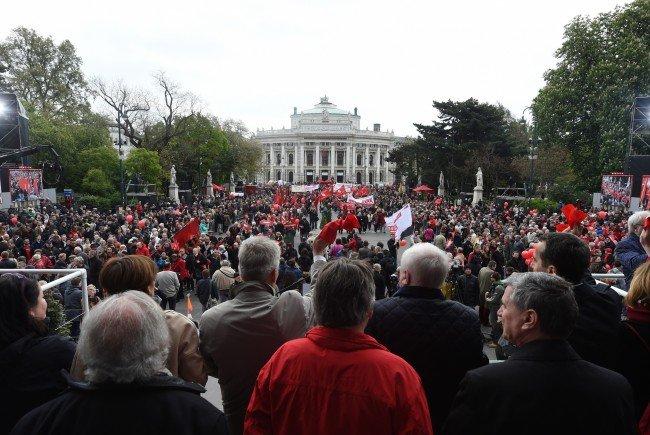 Alle Infos zu Sperren und Verzägerungen rund um den Maiaufmarsch in Wien.