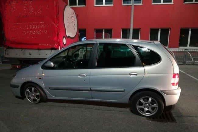 Das Auto des führerscheinlosen Suchtmittellenkers, der sich eine riskante Verfolgungsjagd mit der Wiener Polizei lieferte.