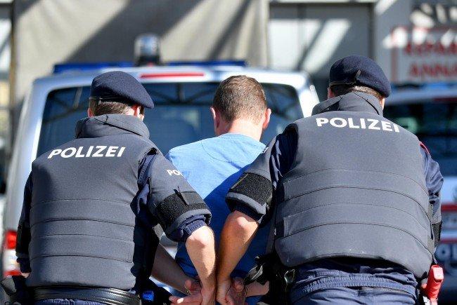 Der 25-Jährige wurde von der Polizei festgenommen.