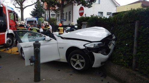 Schwerer Autounfall in Wien: 2 Verletzte aus Wagen geschnitten