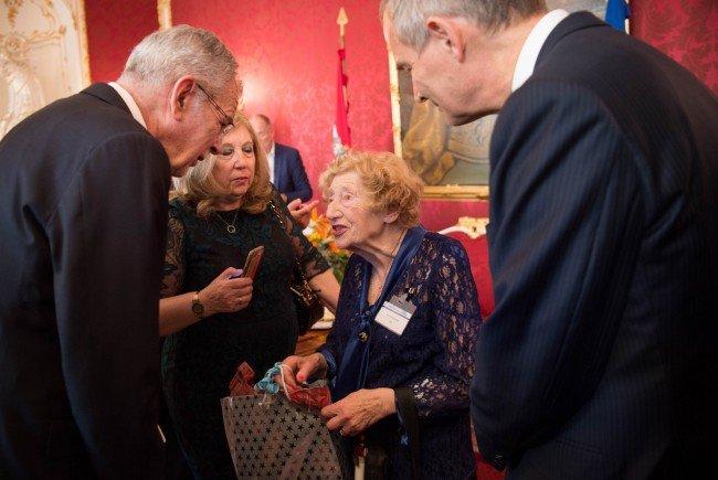 Van der Bellen trifft Nachkommen vertriebener Juden in Wien.