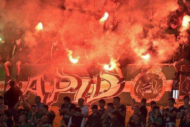 In den Fansektoren von Austria und Rapid Wien ging es hoch her.