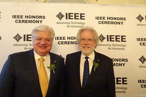 Zeilinger (r.) ist der erste Österreicher unter den IEEE-Mitgliedern