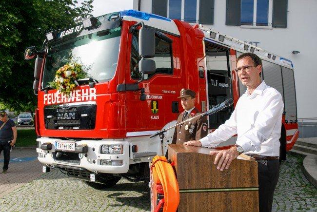 Landeshauptmann Markus Wallner dankte den Engagierten der Freiwilligen Feuwehr Klaus für ihren Einsatz.