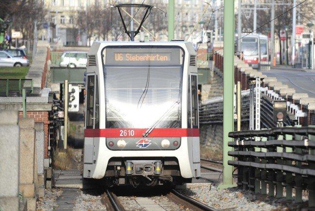 Der Betrieb der U-Bahnlinie U6 war durch den Einsatz unterbrochen.