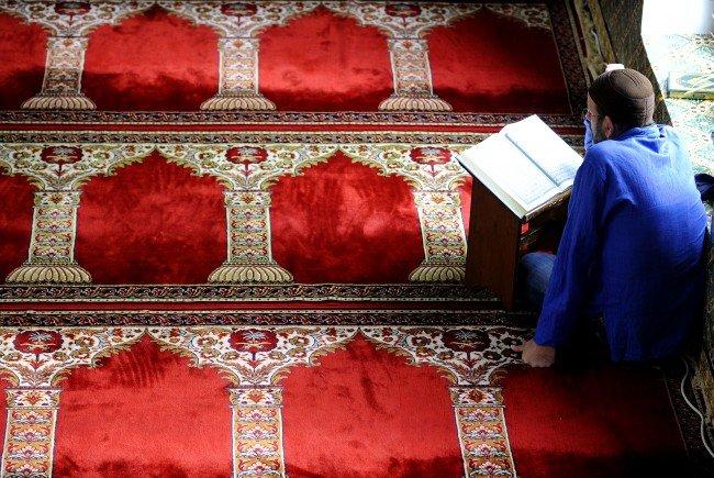 Während des Ramadan sollen die Muslime durch Moscheenbesuche ihren Glauben bezeugen.