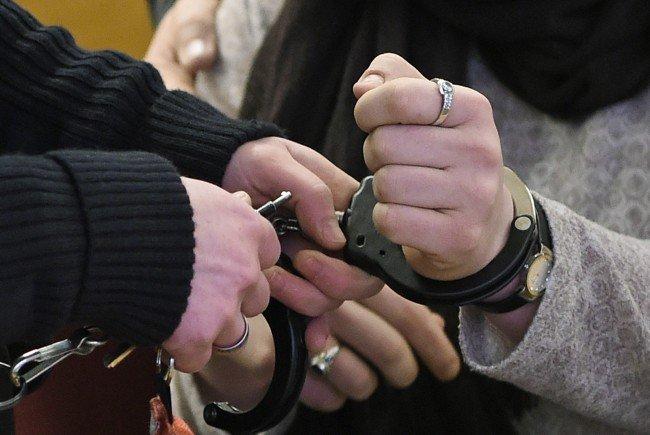 Nur der 19-Jährige wurde festgenommen. / Symbolbild
