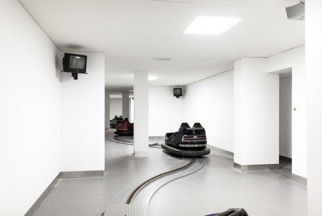 Die Performance von Dries Verhoeven wird im Wiener MQ gezeigt.
