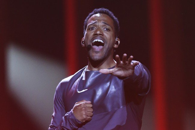 """Cesár Sampson kämpft mit """"Nobody But You"""" um des Sieg beim Eurovision Song Contest 2018."""