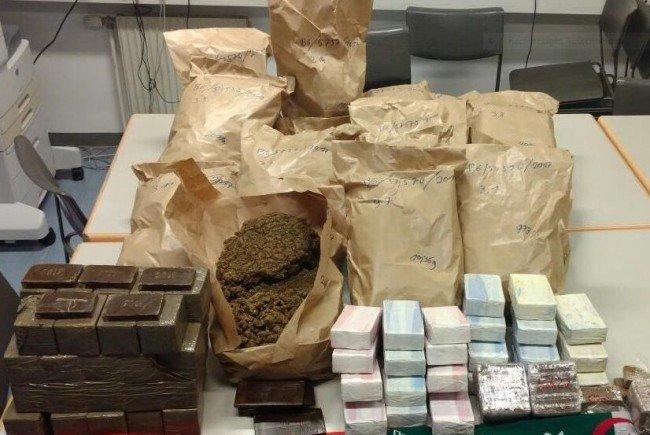 Die Bande soll Drogen im Wert von 1,8 Millionene Euro importiert haben.