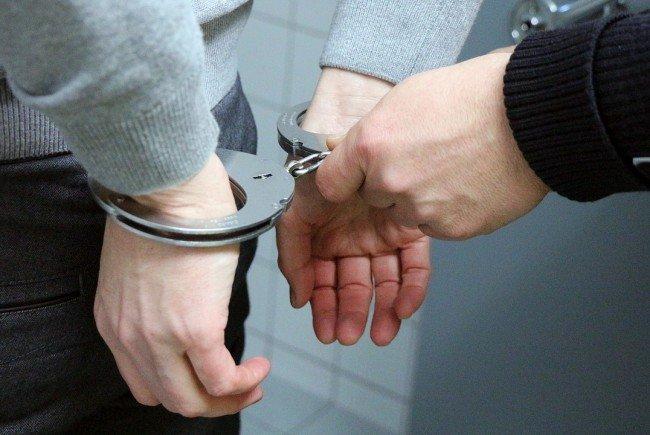 Die Diebe wurden von der Polizei festgenommen.