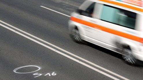 Beifahrerin wird bei Autounfall in Neubau lebensbedrohlich verletzt