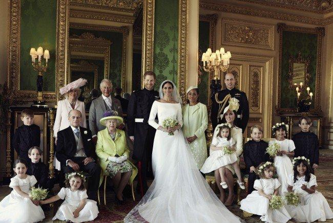 Prinz Harry, Meghan Markle und die royale Familie auf den offiziellen Hochzeitsfotos.