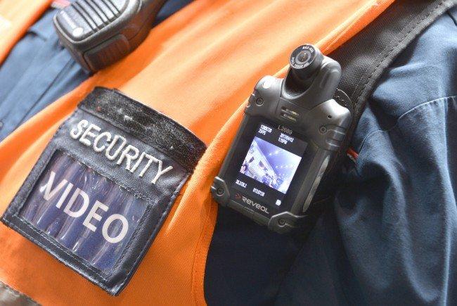 Doe ÖBB haben die Bodycams bereits im Einsatz - die Wiener Linien wollen nachziehen.