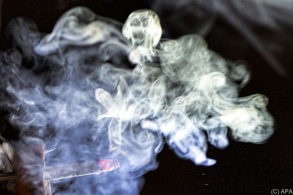 Regierung will Rauchverbot kippen, Opposition ist dagegen