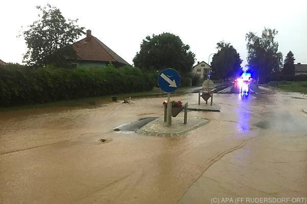 Zahlreiche Straßen waren überflutet
