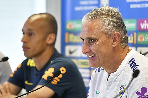 Brasiliens Teamchef Tite mit seinem Kapitän Miranda in Wien