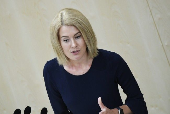 Claudia Gamon kritisiert die Bundesregierung.