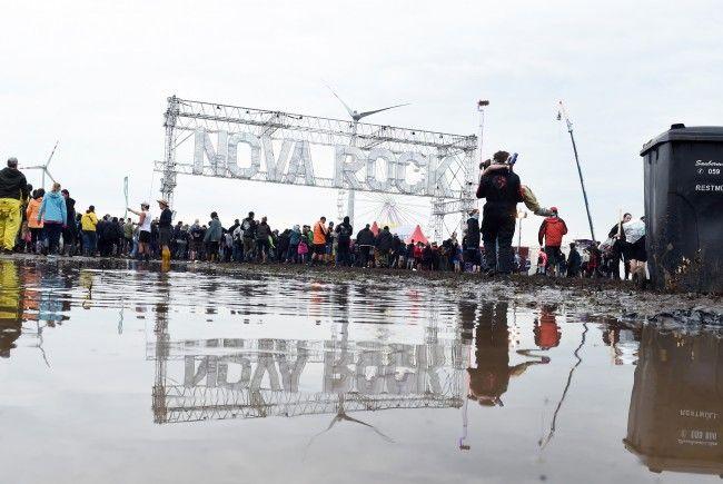 Derzeit haben Besucher noch mit viel Gatsch auf dem Nova Rock-Gelände zu kämpfen.