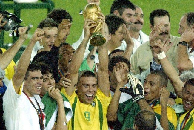 Die Brasilianer sollen laut Statistikern heuter wieder den WM-Pokal gewinnen.
